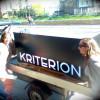 Kriterion naambord arriveert in Sarajevo